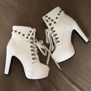 Spiked heel boots 😍🔥